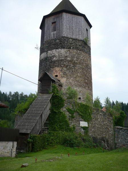 Věž hradu Pirkštejn